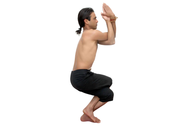 Postura del Águila - Garudasana - Yoga | India Mágica