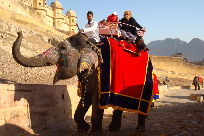 paseando a los lomos de un elefante