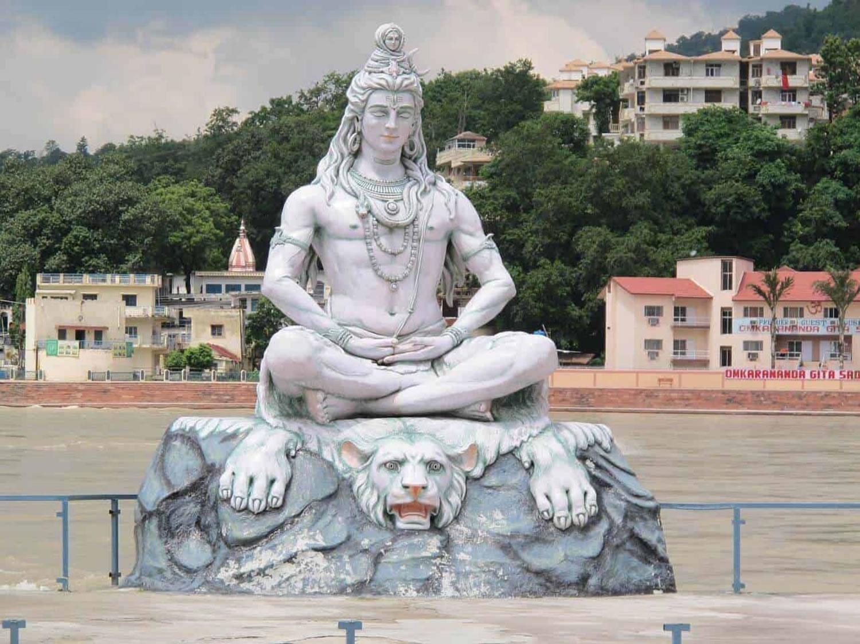 escultura de Shiva en Rishikesh