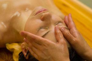 masaje ayurvédico del cráneo
