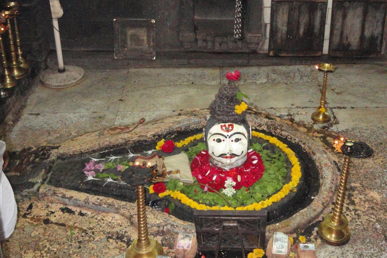 lingam de Shiva en el yoni