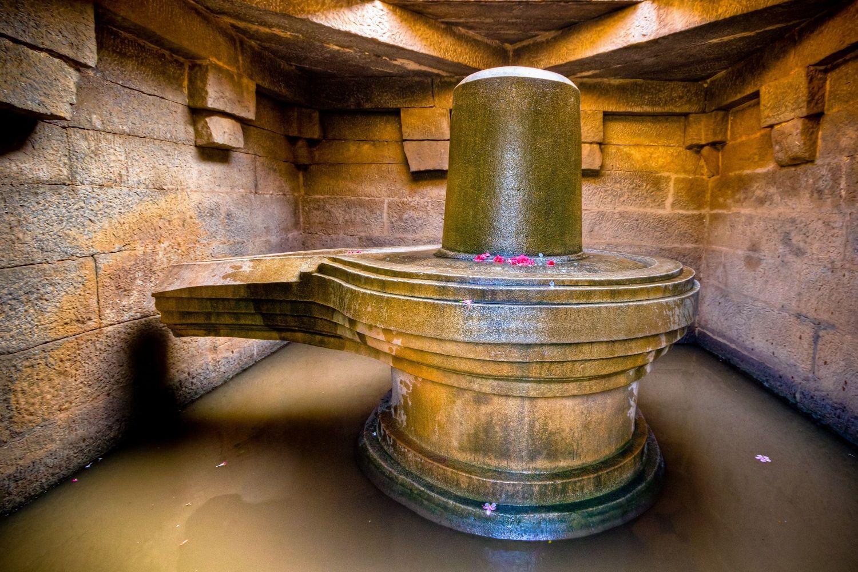 símbolo fálico del dios Shiva