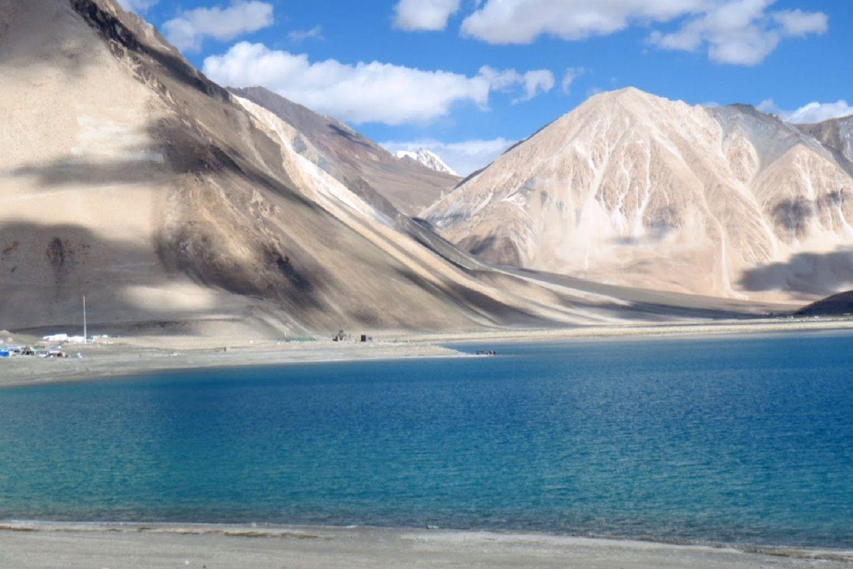 lago de la India en el Himalaya